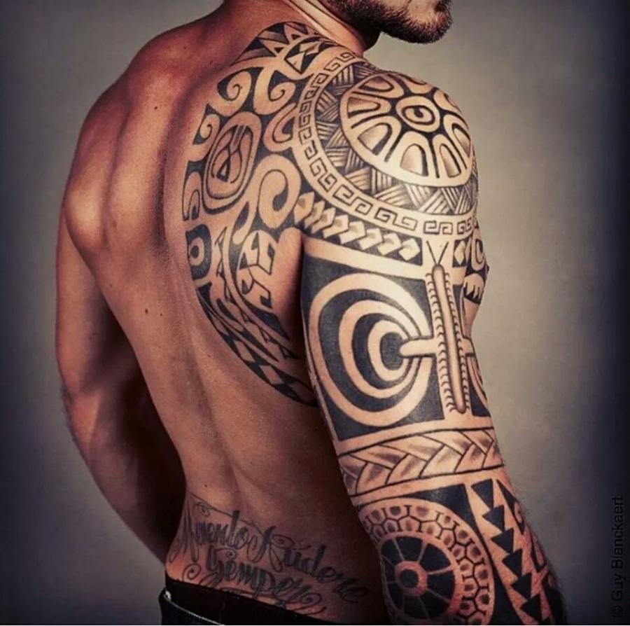 Tatouage dos faire le choix d 39 un bon tatoueur - Choisir son tatouage ...